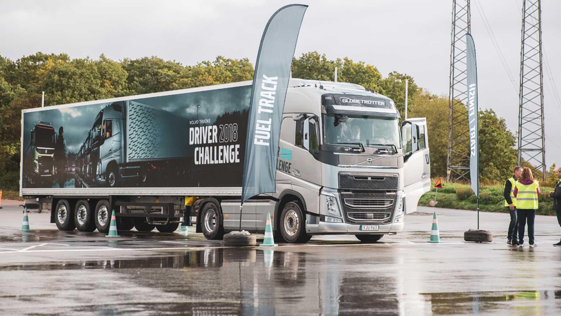 Volvo Trucks Experience Center med en Volvo FH